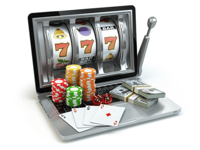 Läppäri kolikkopeli pelikortit pelimerkit nopat rahaa